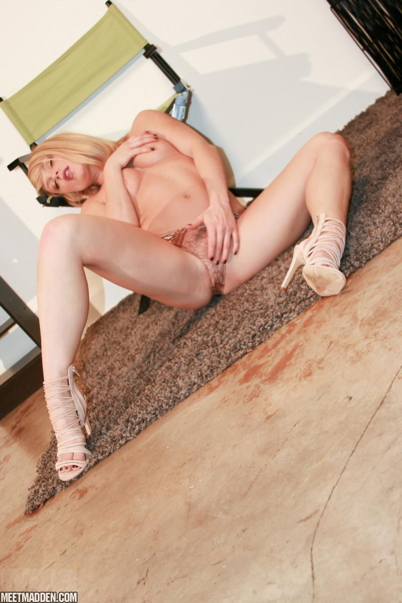 meet-madden-xxx-pussy-wwe-divas-bra-and-panties-nude