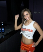 Val Midwest Hooters