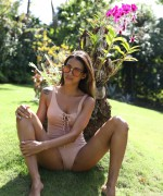 Abril amazing nude body is just amazing as she teases in the garden